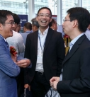 Billy Wong (left) cheered with guests at the refreshment break.